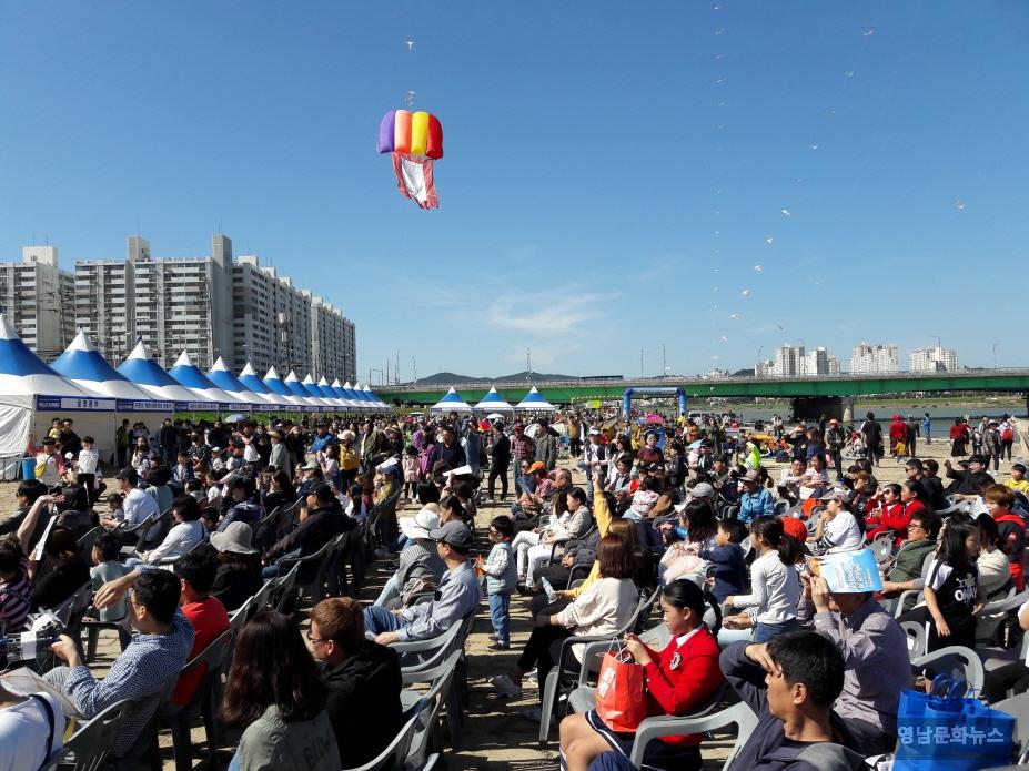 제 목 : 제16회 포항사랑 연날리기 한마당 축제, 1만여명 참여 성료